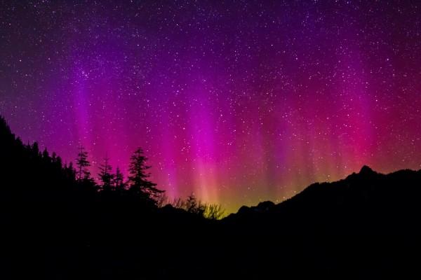 aurora-borealis-1065013_1920